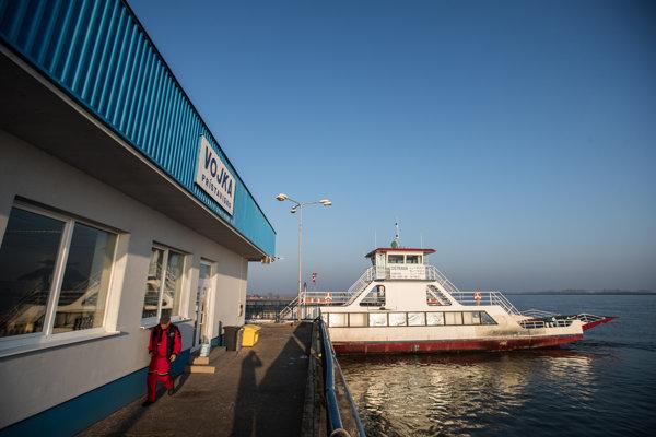 Kompa na Dunaji rozhádala časť starostov na Malom Žitnom ostrove.