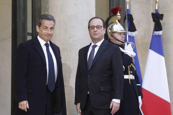 Francúzsky prezident Francois Hollande (vpravo) a bývalý francúzsky prezident Nicolas Sarkozy.
