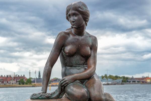 Socha Malá morská víla v Kodani.