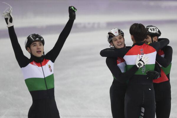 Maďarskí šortrekári sa radujú z víťazstva.