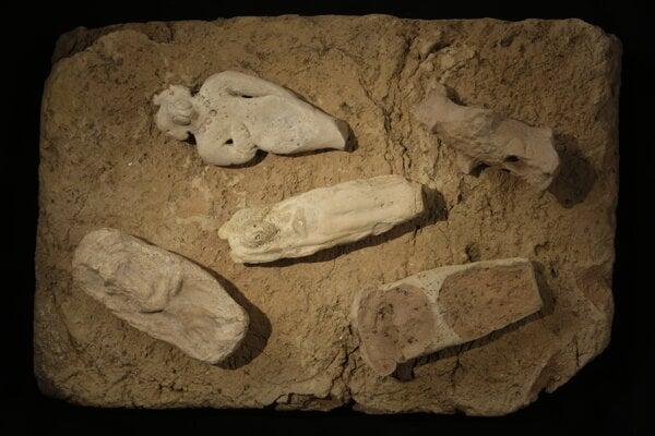 Prvé písomné záznamy z územia južnej Mezopotámie sú asi z roku okolo 3400 pred naším letopočtom. Vtedy už existovali mestá ako Eridu alebo Uruk, ale tam ešte nevieme povedať, či to boli Sumeri.