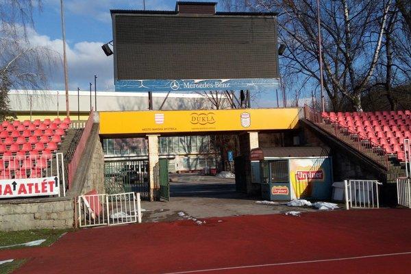 Štadión, ktorý už dlhšiu dobu chátra.