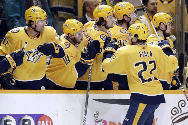 Hráči tímu Nashville Predators získali v zámorskej hokejovej NHL Prezidentskú trofeje za prvenstvo v základnej časti.