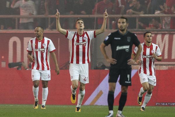 Vo finále pohára mali nastúpiť Olympiakos Pireus a AEK Atény.
