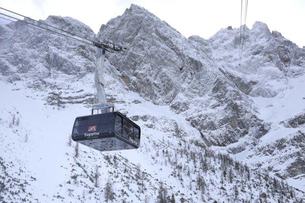 Lanovka smerujúca na najvyšší horský vrchol Nemecka Zugspitze.