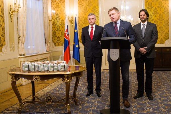 Fico, Kaliňák a Gašpar na tlačovke. Polícia podľa Gašpara prešetruje aj podnikateľa talianskeho pôvodu Antonina Vadalu.