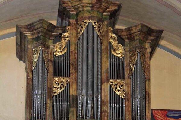 Organ v Kostole Premenenia Pána v Španej Doline.
