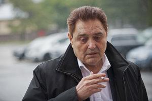 14. október 2015. Majský prichádza na hlavné pojednávanie v kauze tunelovania nebankových spoločností Horizont Slovakia a BMG Invest na Špecializovaný trestný súd v Pezinku.