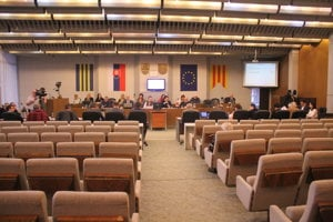 Poslanci prijatím uznesenia nechcú blokovať opravu kúpaliska.