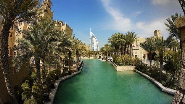 Dubaj, láka nákupno-zábavnými centrami a modernými atrakciami.