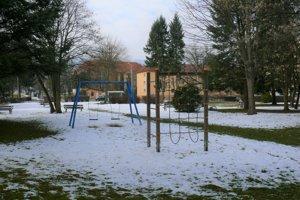 Park na Námestí protifašistických bojovníkov. Podľa ľudí z Podhája by potreboval renováciu.