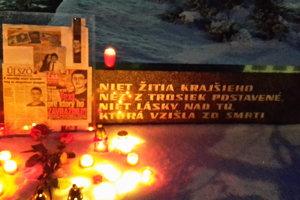 Spomienka sa konala pri pamätníku A. Bernoláka.