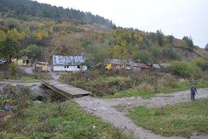 Ani osada v Milpoši v okrese Sabinov sa nedostala medzi 150 podrozvinutých obcí programu Take away. Ľudia tu žijú bez základnej infraštruktúry už 70 rokov. Do obce to majú dva kilometre.