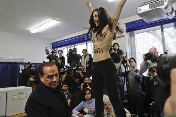 Polonahá aktivistka hnutia Femen a Silvio Berlusconi.