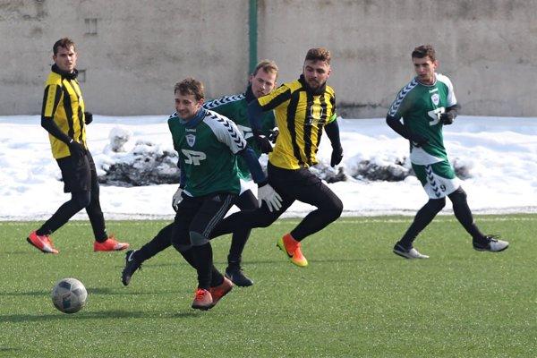 Námestovo (v zelených dresoch) rozhodlo o výhre v závere zápasu.