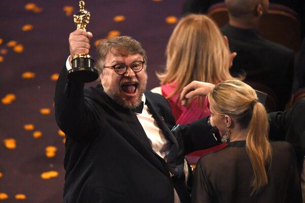 Víťazný režisér Guillermo del Toro.