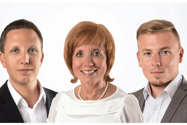 Nový poslanecký klub v banskobystrickom mestskom zastupiteľstve tvoria viceprimátor Martin Turčan (vľavo) a poslanci Katarína Čižmárová a Matuš Molitoris.