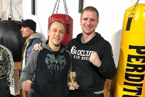 Miroslav Cingel (vpravo) sjedným zo svojich úspešných zverencov Daliborom Ficekom.