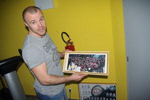 Rastislav Štork ukazuje spomienku na víťazstvo v Kontinentálnom pohári