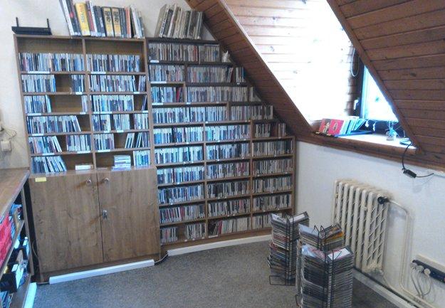 V hudobnom oddelení Turčianskej knižnice v Martine.