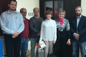 Miroslava Macháčková (uprostred) s odbornou porotou súťaže História Novohradu.