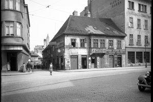 Roh Suchého Mýta a Drevenej ulice s pekárstvom presláveným bratislavskými rožkami.