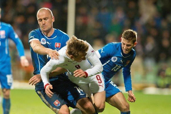 Martin Jakubko (vľavo) počas jedného zo zápasov vreprezentácii. Najcennejší dres si obliekol 41-krát.