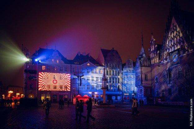 Poľský Vroclav žil tento víkend desiatkami kultúrnych podujatí. Režisérom otvorenia bol Brit Chris Baldwin, autor ceremoniálu olympijských hier vLondýne.