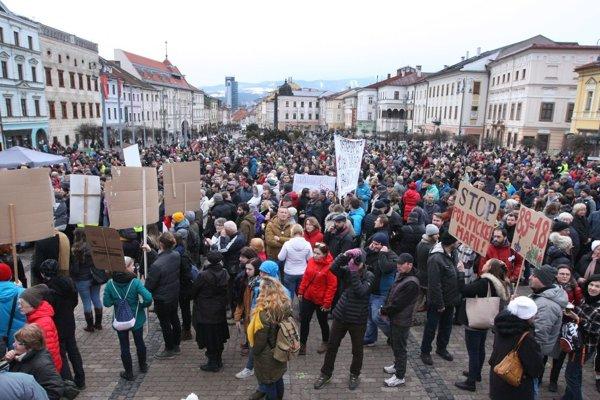 Na námestí v Banskej Bystrici sa zišlo viac ako 4 tisíc ľudí.