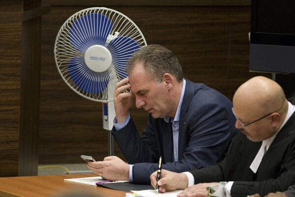 Fatmir Limaj (vľavo).