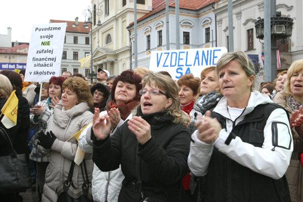 Dnes sa začal ostrý štrajk slovenských učiteľov.