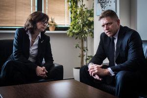 30. marec 2016. Ministerka spravodlivosti Lucia Žitňanská a predseda vlády SR Robert Fico počas uvedenia ministerky do funkcie.
