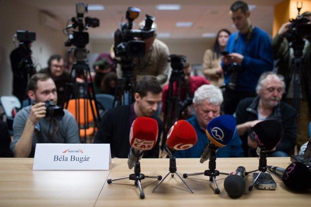 Novinári čakajú na vyhlásenie.