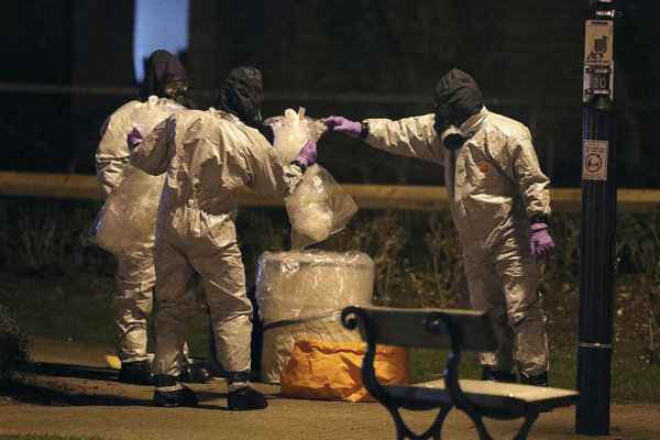 Vyšetrovatelia prehľadávajú okolie obchodného centra Maltings v meste Salisbury, kde sa odohral útok na bývalého agenta Sergeja Skripala.