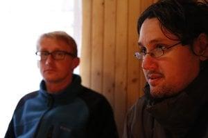 Zdenko Dzurjanin (vpravo) precestoval za kostolmi pol milióna kilometrov.