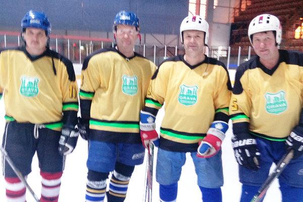 Niektorí hráči Old boys Orava - zľava Marián Pafčuga, Jozef Margeťák, Jozef Dreveňák a Ján Šuvada. Na turnaji ešte hrali Roman Zboja a Pavol Lepáček, Anton Veselovský a Marián Vasek.