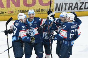 Gólová radosť hráčov Nitry v prvom zápase štvrťfinále play off hokejovej Tipsport Ligy.