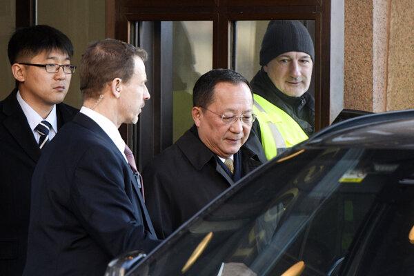 Šéf diplomacie KĽDR na návšteve vo Švédsku.