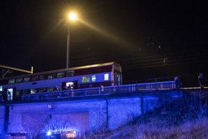 Miesto zrážky osobného vlaku s rušňom v Pezinku.