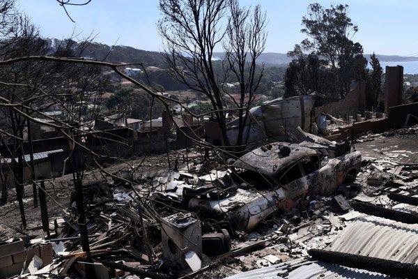 Škody napáchané požiarom v meste Tathra na juhovýchode Austrálie.