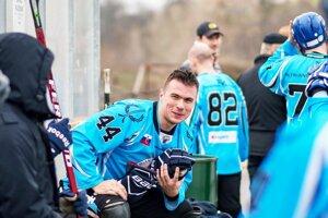 Vysmiaty kapitán Rytierov Filip Titka. Práve on strelil víťazný gól.