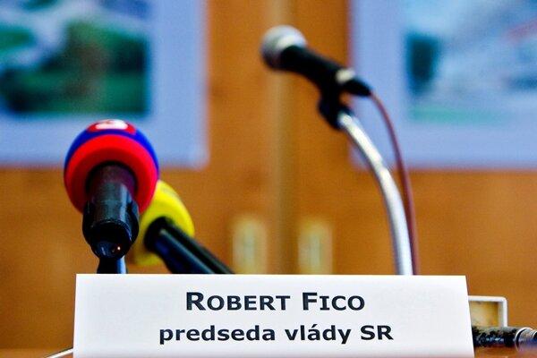 Nekomunikácia je jeden znástrojov Roberta Fica.