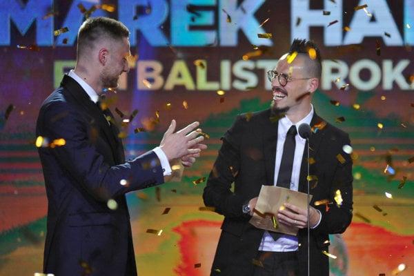 Marek Hamšík (vpravo), tlieska mu Milan Škriniar.