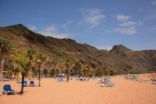 Pláž Las Teresitas patrí medzi obľúbené miesta na Tenerife