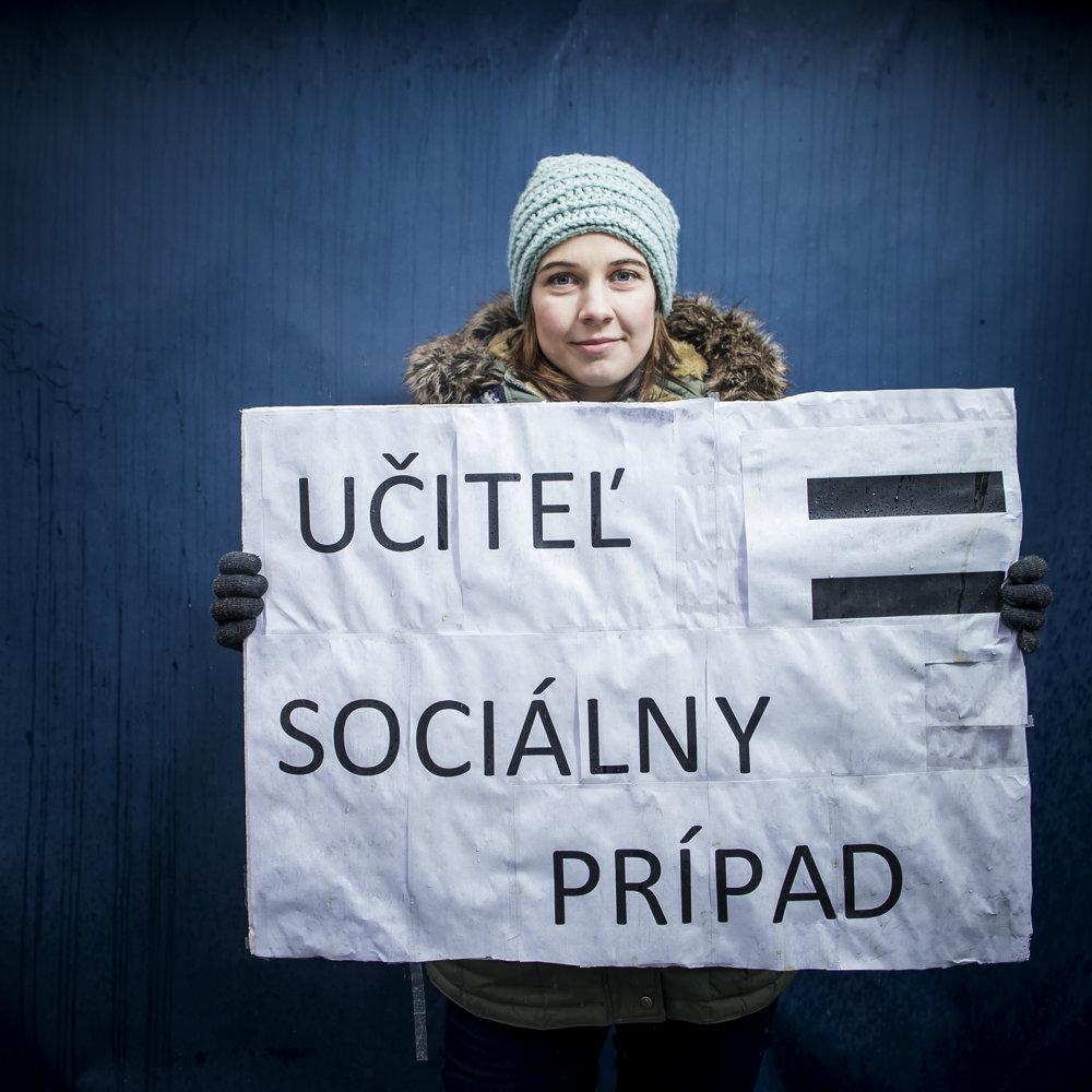 Lucia učí vBratislave tretí rok azarába päťstodvadsaťštyri eur.