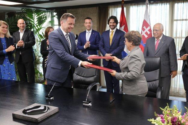 Slovenská delegácia na stretnutí na Kube.