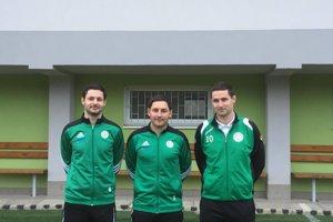 Trojica futbalových bratov Beháňovcov zo Strečna. Zľava: Patrik, Marek a Jakub.