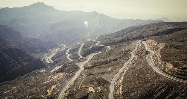Cesta na Jabal Al Jais je kľukatá.