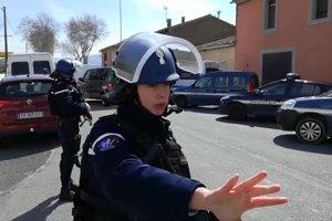 Polícia na mieste rukojemníckej drámy.