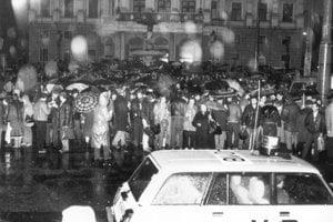 Do Bratislavy prišli 25. marca 1988 na tichý protest so sviečkami ľudia z celého Slovenska.